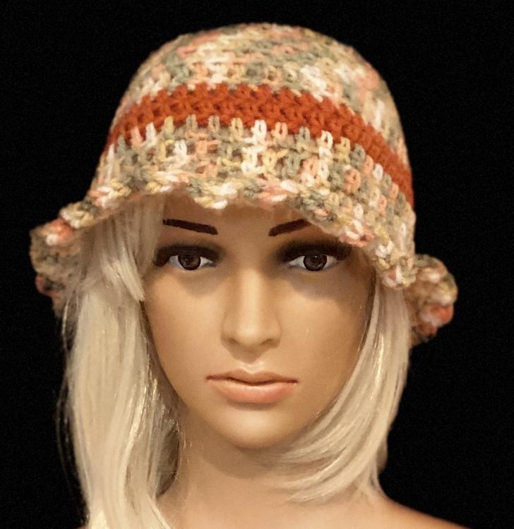 Women's cloche hat with a scalloped brim